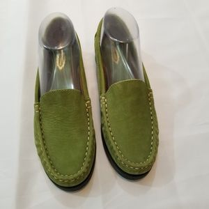 Azaleia Green Suede Driving Flat